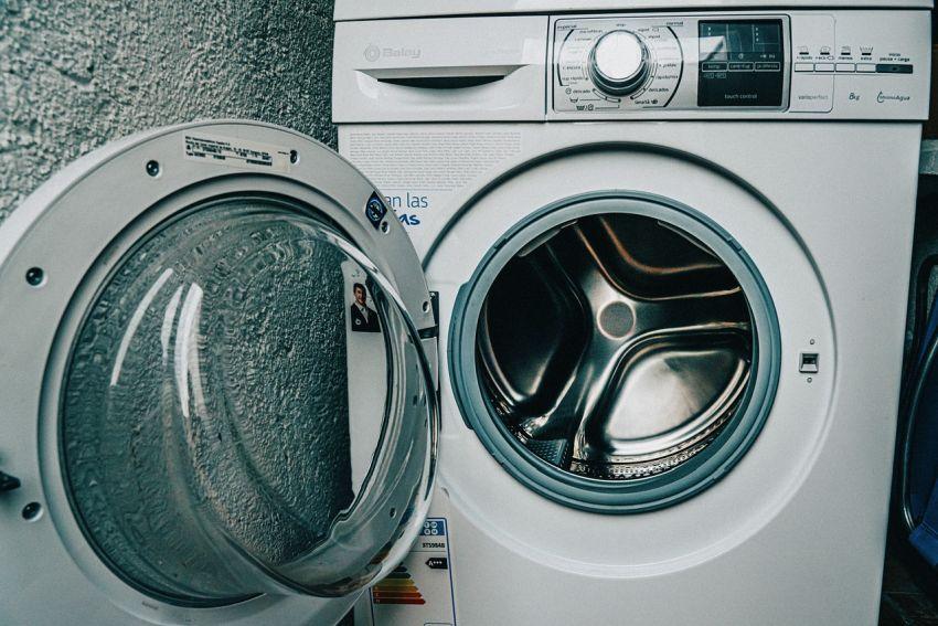 kombiniran pralno sušilni stroj