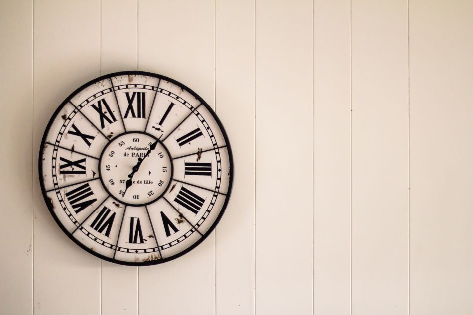 Starinske stenske ure pridobivajo na vrednosti?